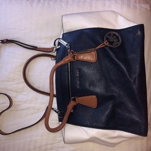 Michael Kors Shoulder Bag w Crossbody Strap